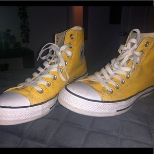 Yellow hightop converse